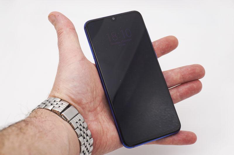 Компактный смартфон Mi 9SE