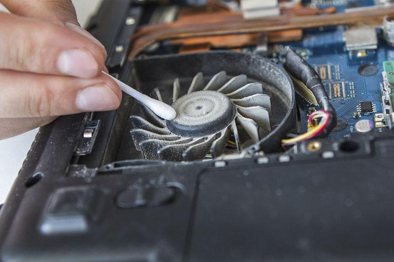 чистим ноутбук от пыли самостоятельно